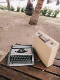 Disponivel na cor cinza e grafite Maquina de datilografia antiga - antiguidade