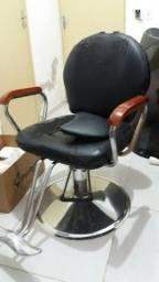 Cadeira de barbeiro profissional. Suporte para fazer barbar