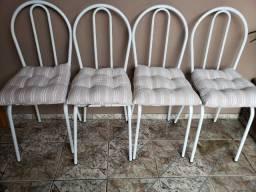 Vende-se jogo de cadeiras