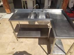 Bancada em Inox para Cozinha Industrial.