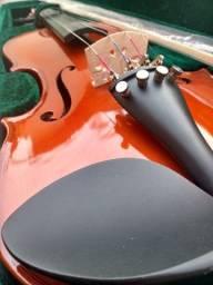 Violino Michael 4/4 em excelente estado. Usado 2 vezes. Aceito cartão