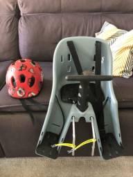Cadeirinha para bicicleta com capacete infantil