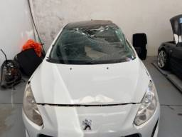 Peugeot 308 ano 2013 batido