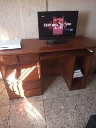 Mesa de madeira para computador