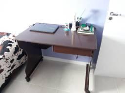 Escrivaninha com gaveta e rodas