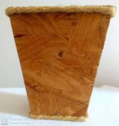 Cachepô de madeira reciclável