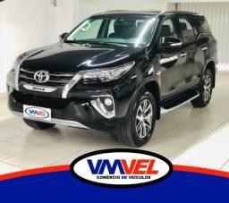 Toyota Hilux SW4 SRX 2017 7 lugares Baixo km