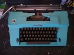 Máquina de escrever em ótimo estado