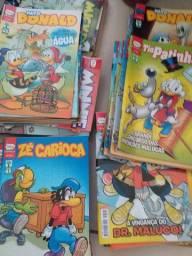 Coleção de gibis da Disney.