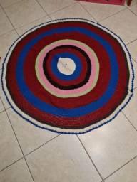 Tapete de crochê colorido.