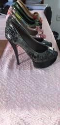 Sapatos seminovos. R$ 60,00