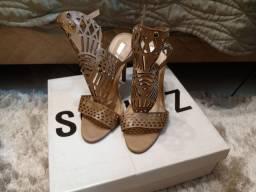 Vendo sandália da marca Schutz