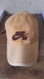 Vendo ou troco em um conjunto de prata  boné da Nike original