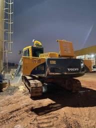 Alugo pc escavadeira volvo 210