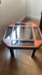Mesa de canto em madeira mogno e vidro