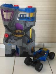 Batcaverna e batmóvel