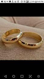alianças folhadas a ouro