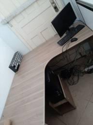 Mesa em L de madeira pra trabalho