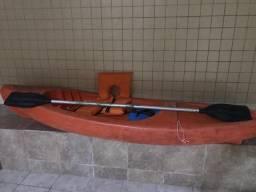 Caiaque com remo e colete salva vidas - curta nesse verão