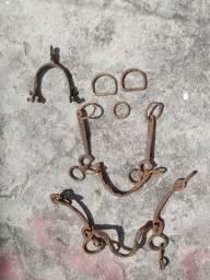 Estribo freio de cavalo antigos ferro traia de montaria antiguidade antigo