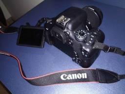 Canon T6i + lente 18-55mm c/ parasol + carregador + bolsa + SD 64GB