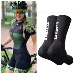 Roupa de ciclismo feminino macaquinho Kafitt e meia giro