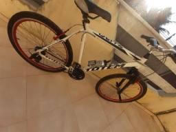 Bike toda em aluminio ,aro 24 aero ,18 machas,  rolimã