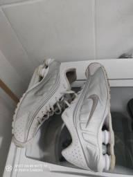 Nike Shox R4 número 43.