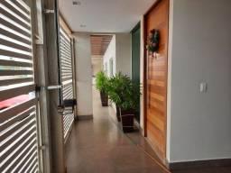 Casa com 4 quartos um sendo suíte com alto padrão de construção