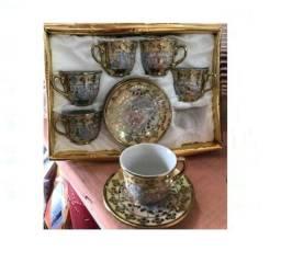 Jogo de lindas xicrinhas de café em 03 cores de porcelana