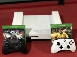 Xbox one 500GB ,apenas 3 meses de uso. Dois controles ,quatro jogos