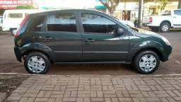 11.500,00 Ford Fiesta 1.0 8v direção hidráulica - 2004