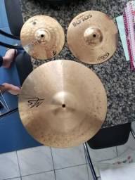 Pratos de percussão e bateria