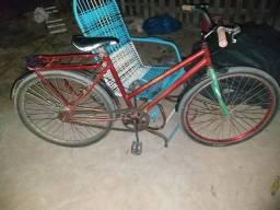Bicicleta e capacetes