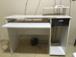Mesinha para computador branca