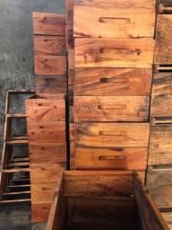 Colmeias/ caixas para abelha