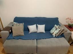 Vendo sofá retrátil 2,5 metros + 2 cadeiras de sala top de linha.!! Único dono!!