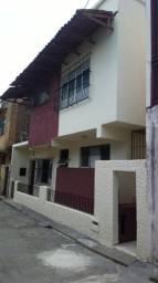 Alugo casa duplex 5 quartos em vila fechada prox Líder e Nazaré Cidade Velha