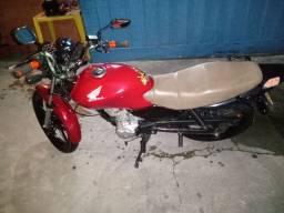 Moto Honda 125 bem conservada muito boa e econômica.