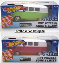 Volkswagen T1 Transporter - Kombi - Sons e Luzes - 1/32 - Hot Wheels<br><br>