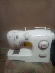 Maquina de costura e maquina de chinelo