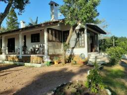 Velleda oferece linda casa colonial em campo de 5000m², aceita troca