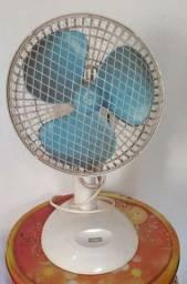 Vendo ventilador e relógio