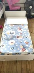Mini cama em MDF com colchão