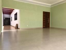 Casa com fino acabamento a venda no Setor Itaguaí I em Caldas Novas Goiás