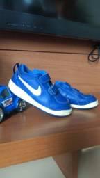 Tênis  Nike n 23 azul  o preta n 24 .