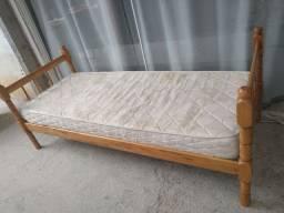 Cama solteiro com colchão madeira maciça (entrego)