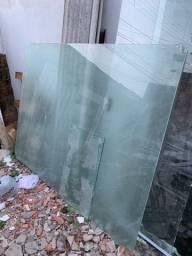 Divisória de vidro / meia parede