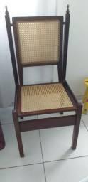 Vendo duas cadeiras lindas de palhinha