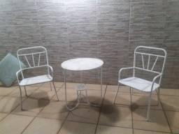 2 cadeiras e 1 mesa de ferro.por RS700. divido no cartão.entrego